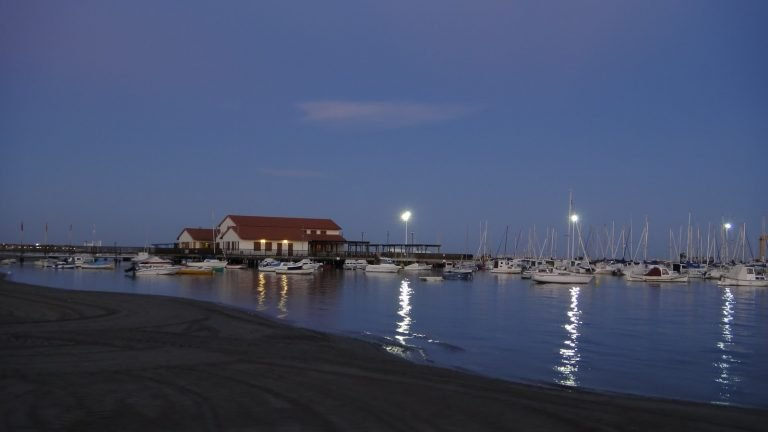 Piso Pomsol @ Roda Golf - LA-Marina at night